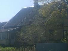 Крепкий  бревенчатый дом
