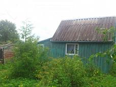 Участок  с небольшим домиком